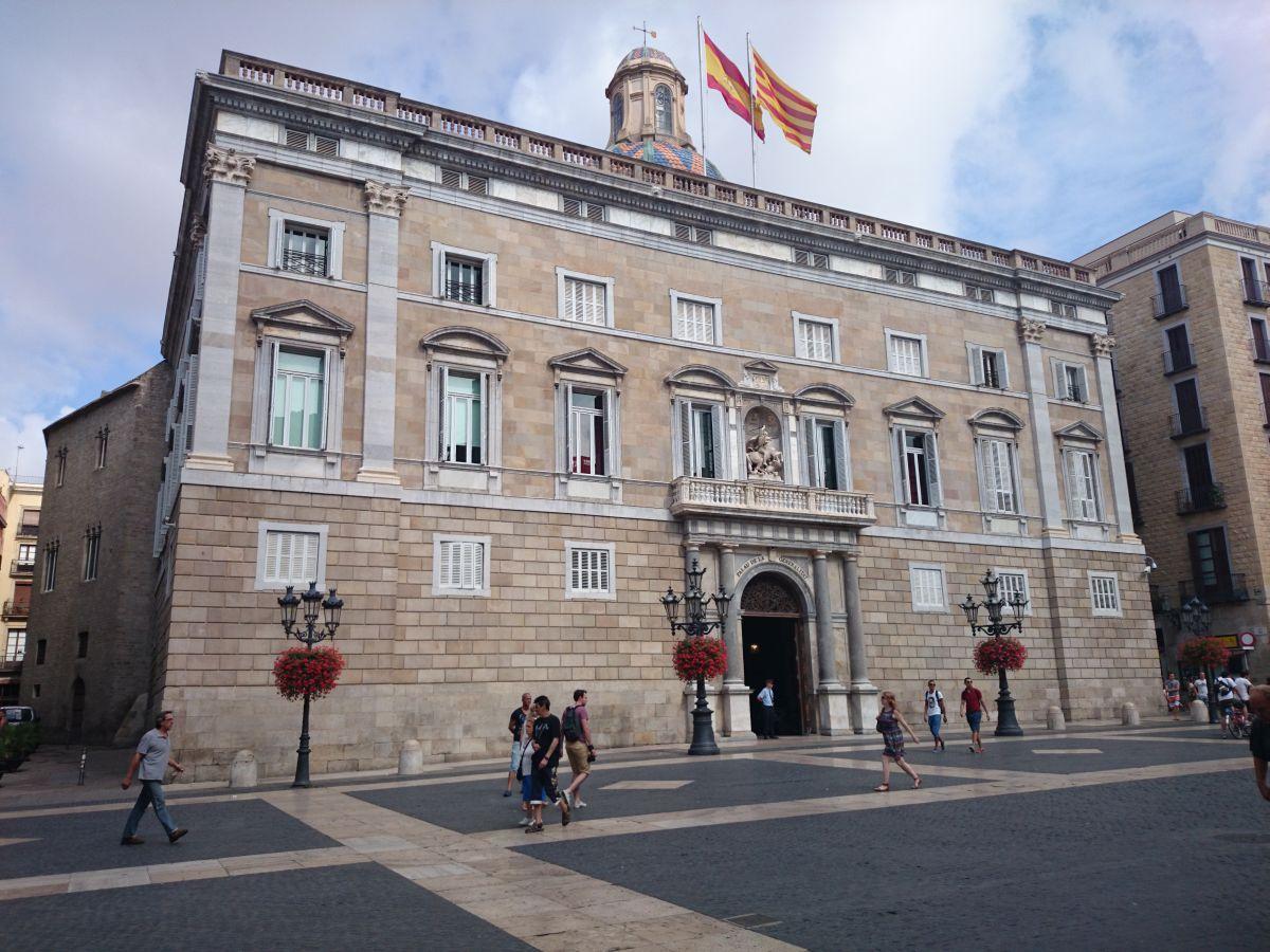 サン・ジャウマ広場 カタルーニャ自治政府省