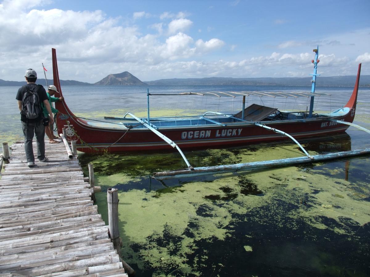 タール湖 ボート