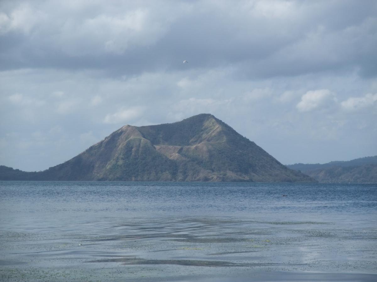 タール火山