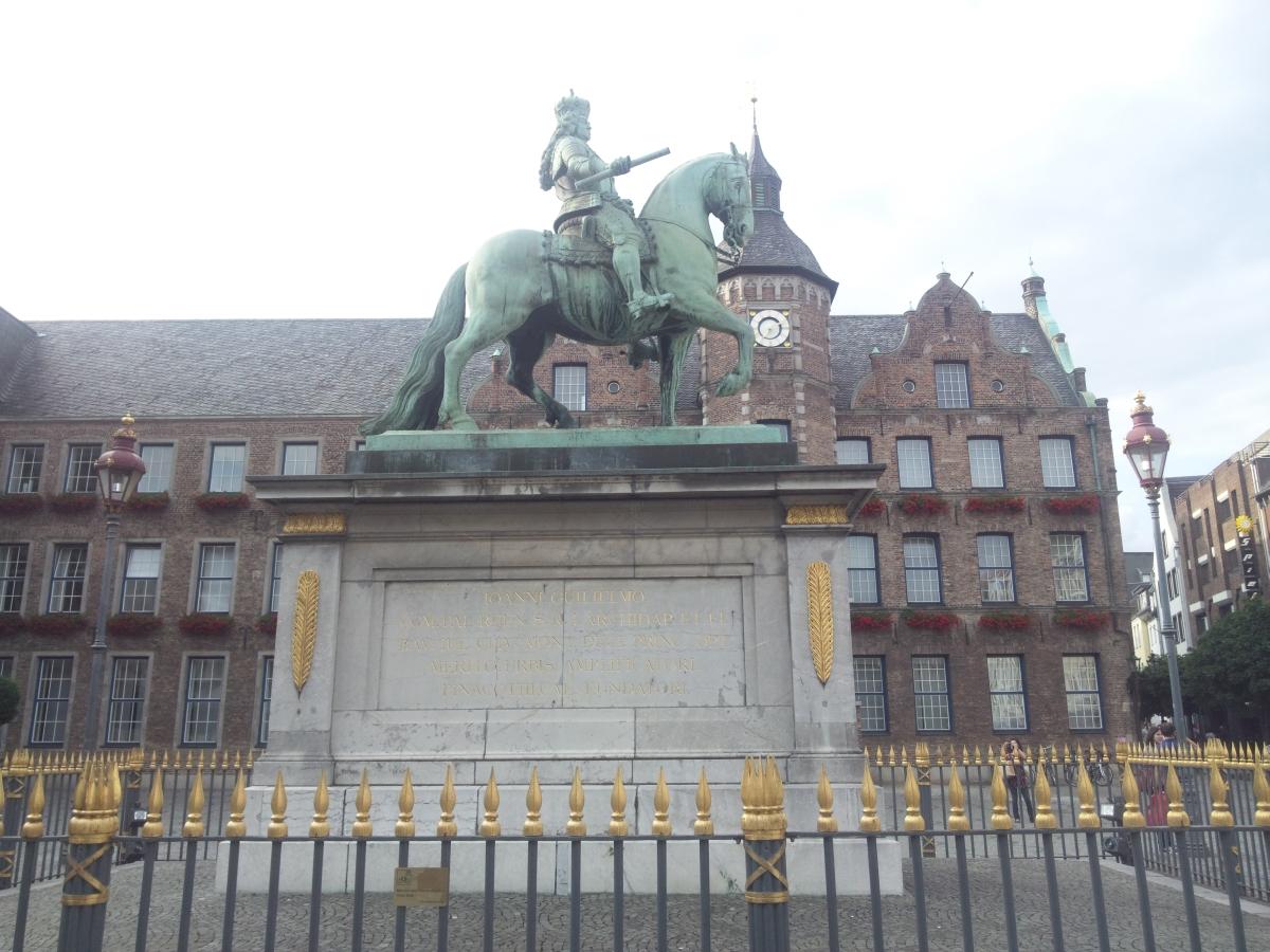 ヨハン・ヴィルヘルム2世 銅像