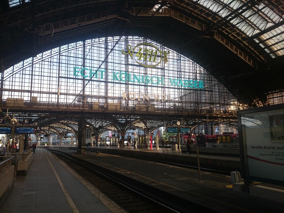 ケルン中央駅 Köln Hbf 4711 ECHT KÖLNISCH WASSER