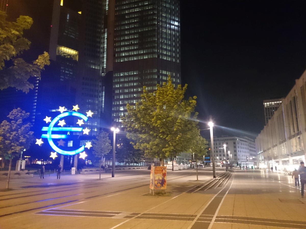 欧州中央銀行 ユーロ モニュメント