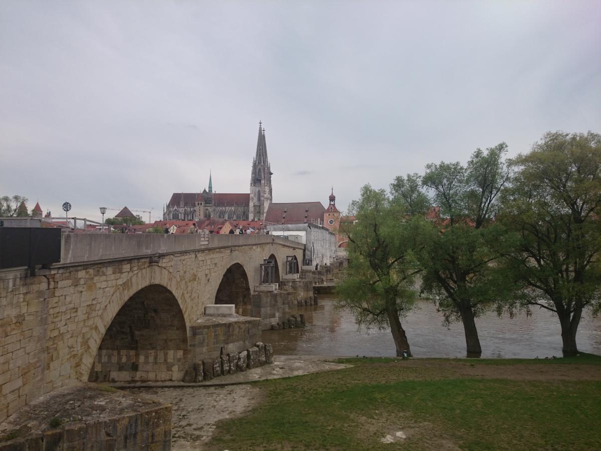 レーゲンスブルク ドナウ川 石橋