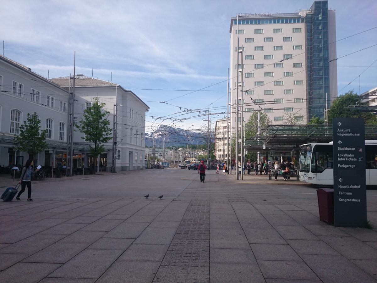 ザルツブルク中央駅 駅前